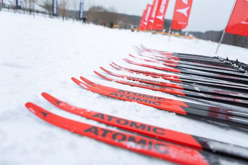 беговые лыжи atomic 2021
